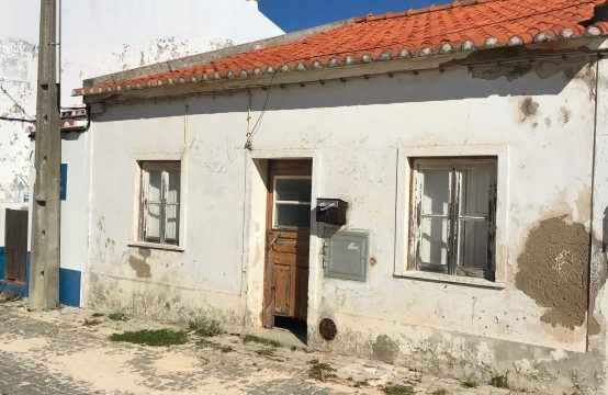 House to restore with building plot, Sagres